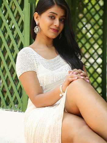 Divya call girl in Bangalore   Divya Bangalore Call girl 24/7